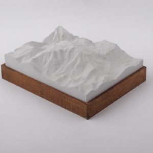 Dieses Bild zeigt ein Foto eines 3D Bergmodell oder Gebirgsmodell bzw. Landschaftsmodell vom Alpen Gebiet Schneeberg. Inhaber: Bergreliefs.de-Shop. Bergreliefs fertigt Modell von Alpen, Berg und Gebirge sowie Gebirgsmodell, 3D Modell, Bergrelief und Bergmodell.