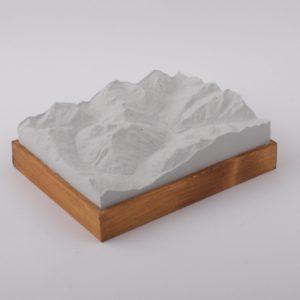 Dieses Bild zeigt ein Foto eines 3D Bergmodell oder Gebirgsmodell bzw. Landschaftsmodell vom Alpen-Skigebiet Silvretta - Montafon. Inhaber: Bergreliefs.de-Shop. Bergreliefs fertigt Modell von Alpen, Berg und Gebirge sowie Gebirgsmodell, 3D Modell, Bergrelief und Bergmodell.